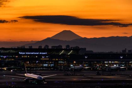 羽田空港の夕景