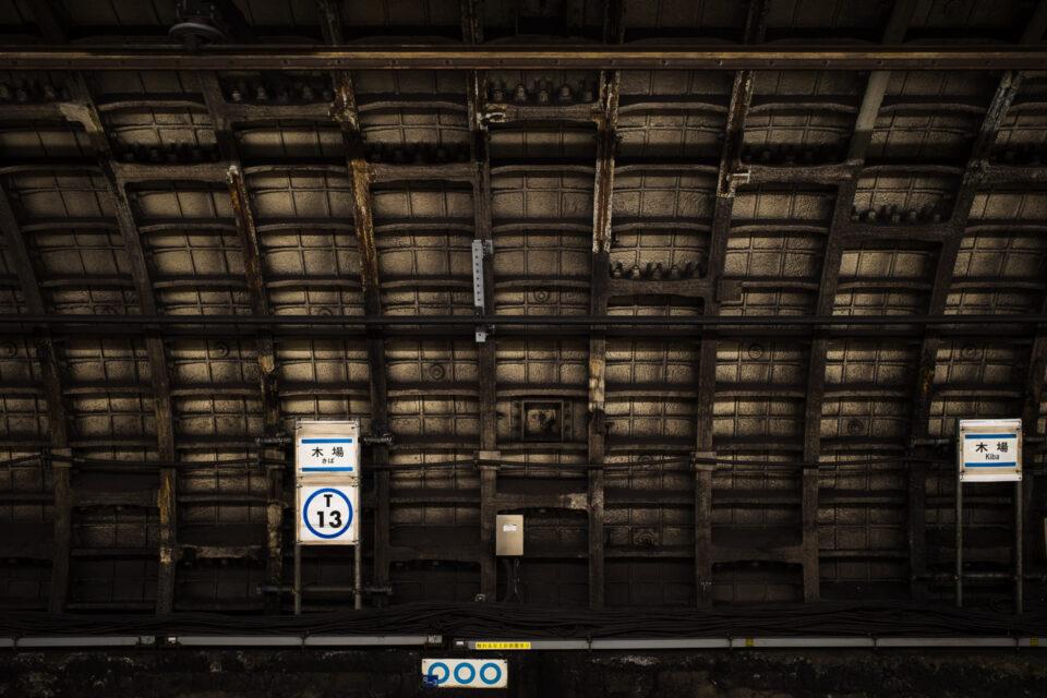木場駅の壁