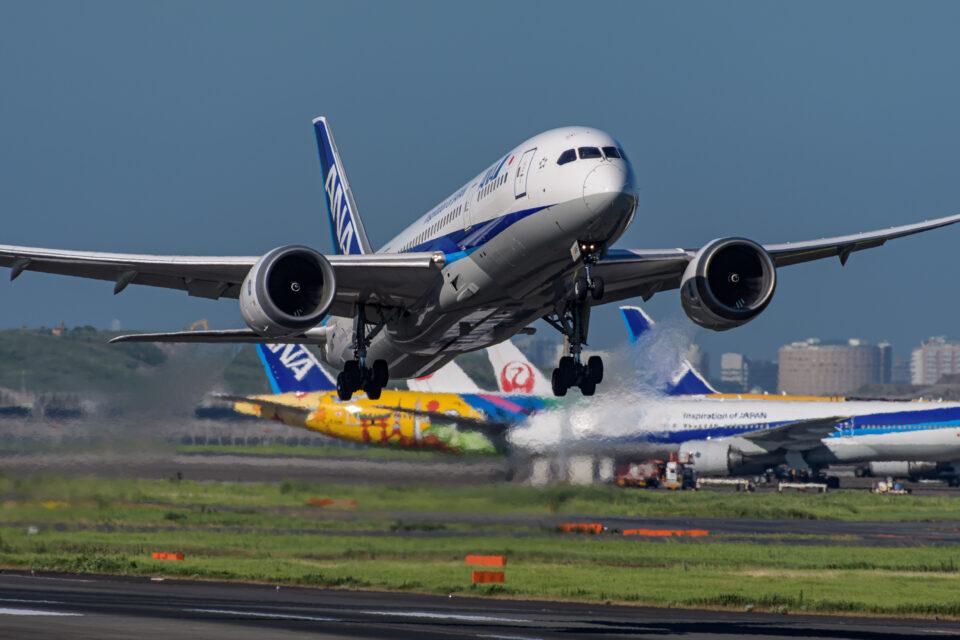 羽田22を離陸するANAのB787