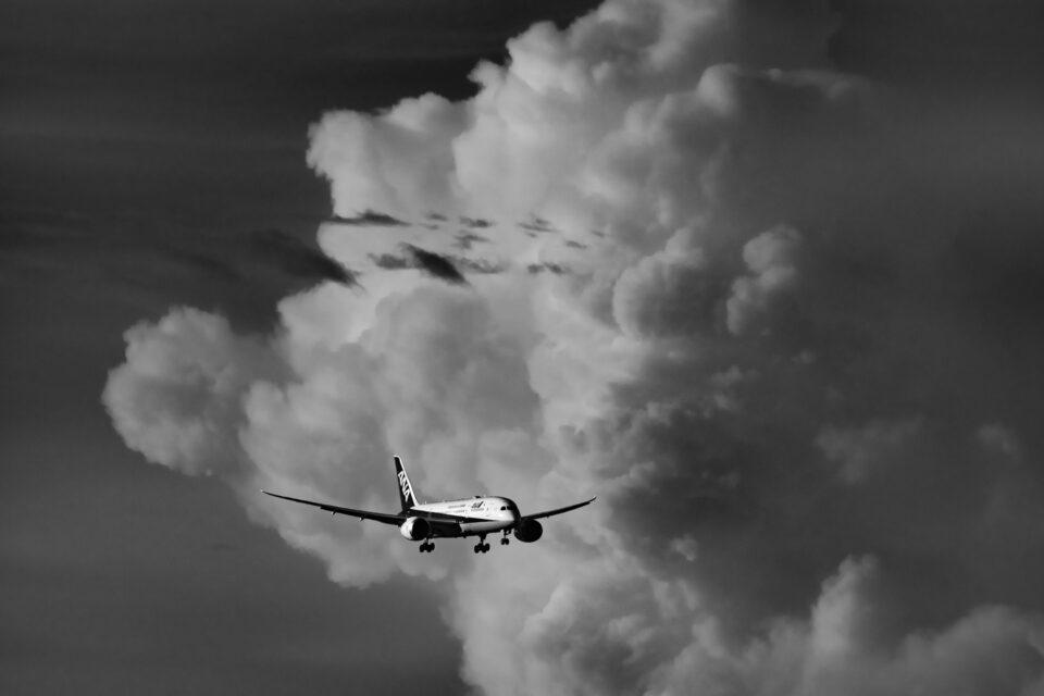 積乱雲とANA B787