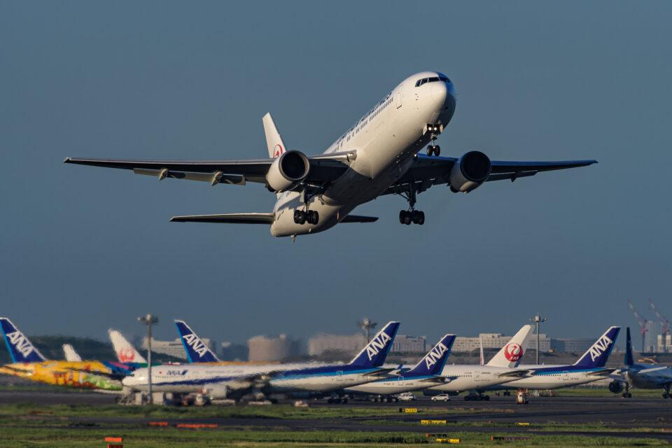 羽田22を離陸するJAL B767-300ER