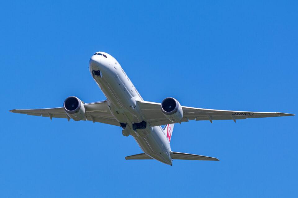 離陸するJAL B787-9