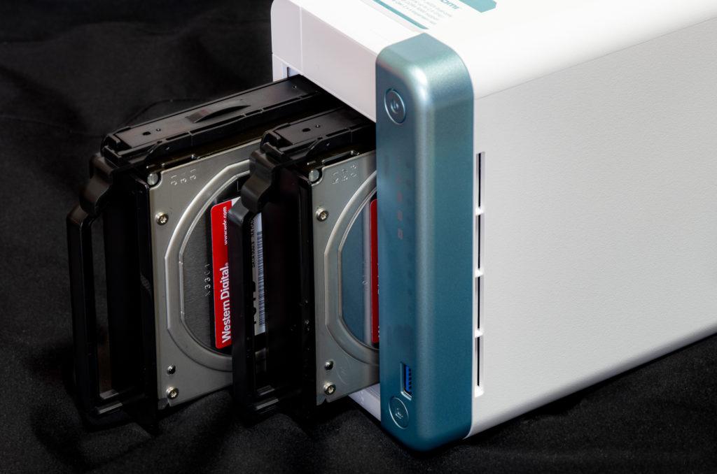 QNAP TS-251D HDD挿入