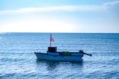 原岡海岸の小舟