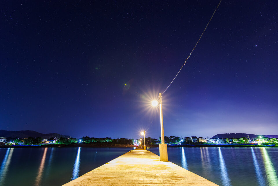 桟橋の上から撮る星空