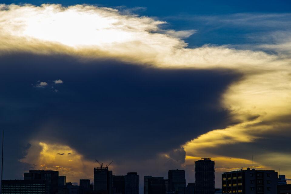 かなとこ雲アップ 右