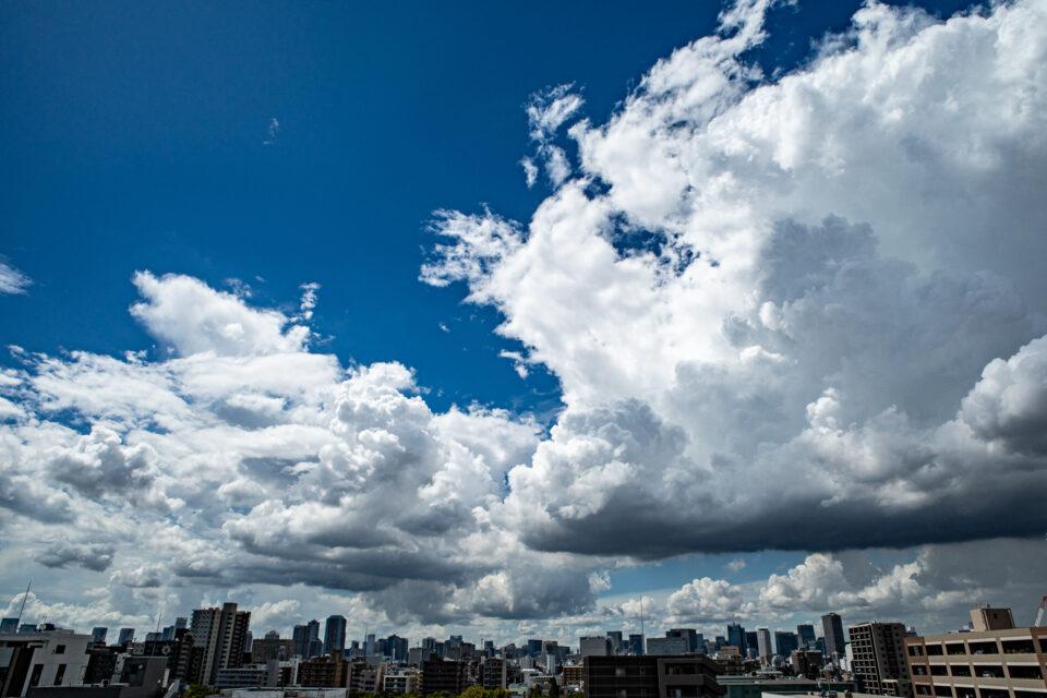 東京の初秋の空