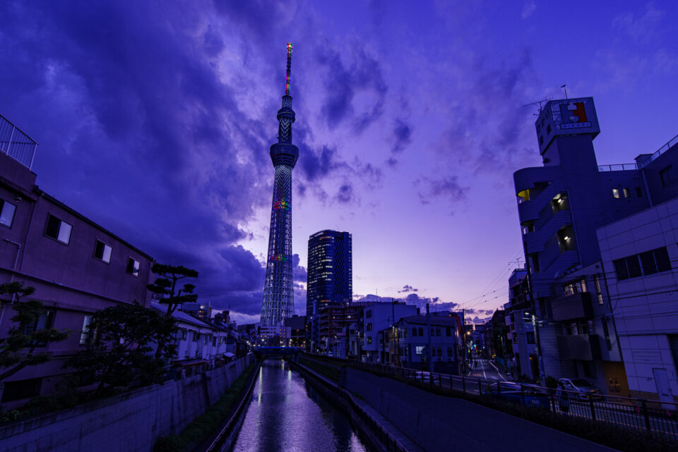 北十間川と東京スカイツリーの夕暮れ