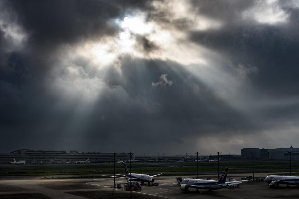 羽田空港にかかる天子の梯子