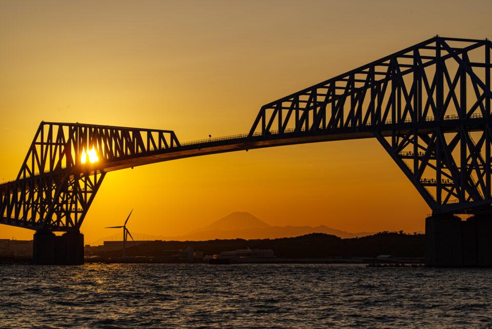 東京ゲートブリッジと夕陽と富士山