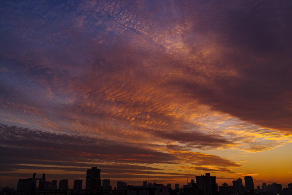 秋の雲と夕暮れ