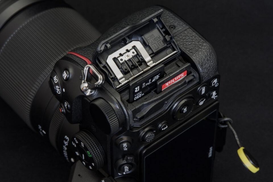 Nikon Z 5 カードスロット