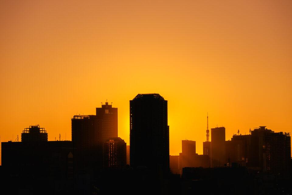 チラッと見える東京タワーの夕暮れ