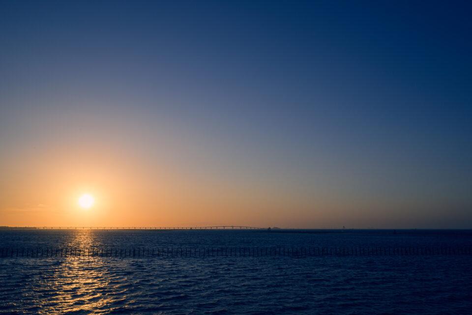 袖ケ浦から眺める東京湾と夕陽