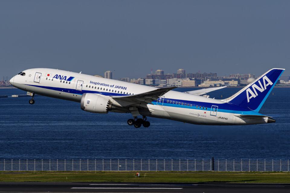 羽田の32Rから離陸するANA B787-8