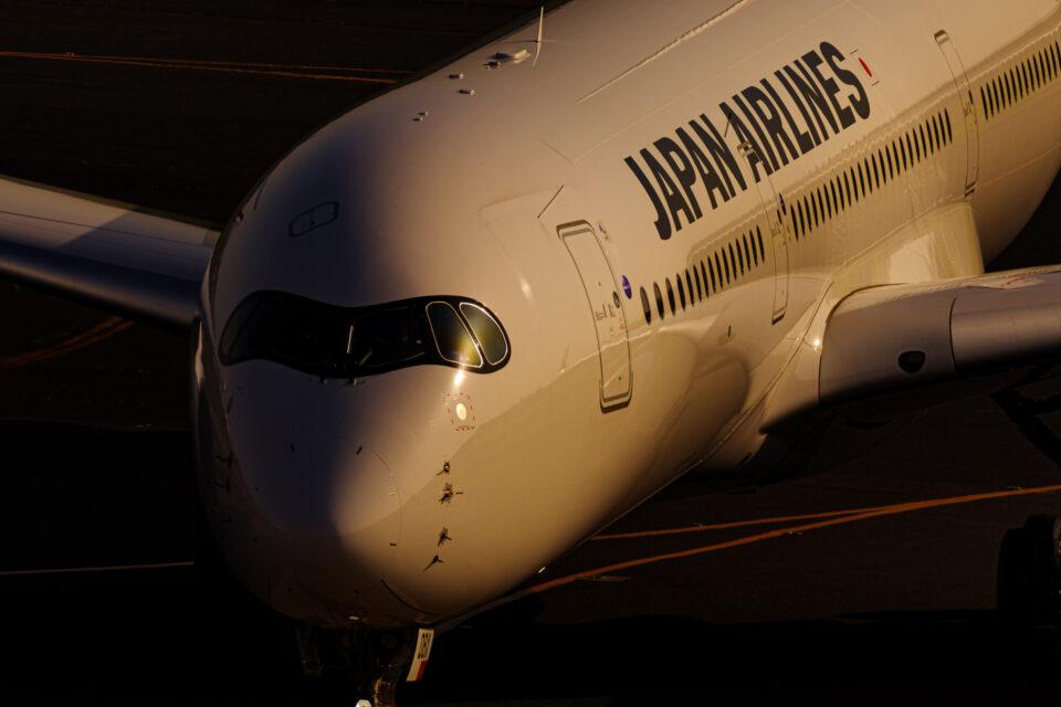 夕陽に輝くJAL A350-900