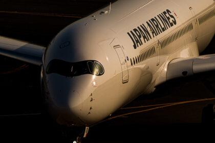夕陽を浴びるJAL A350