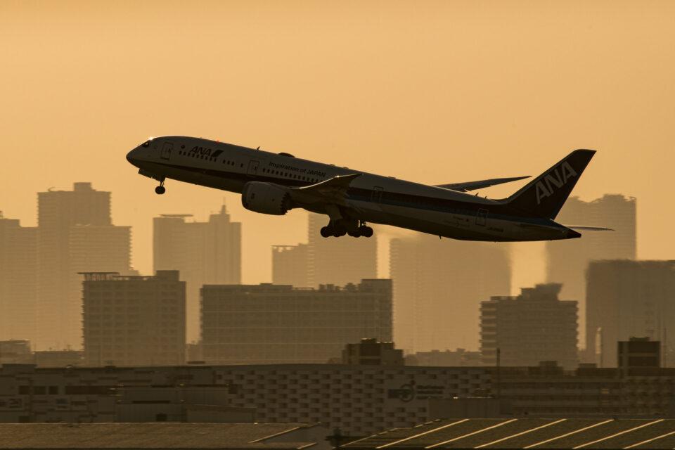 羽田の22から離陸するANA B787-9