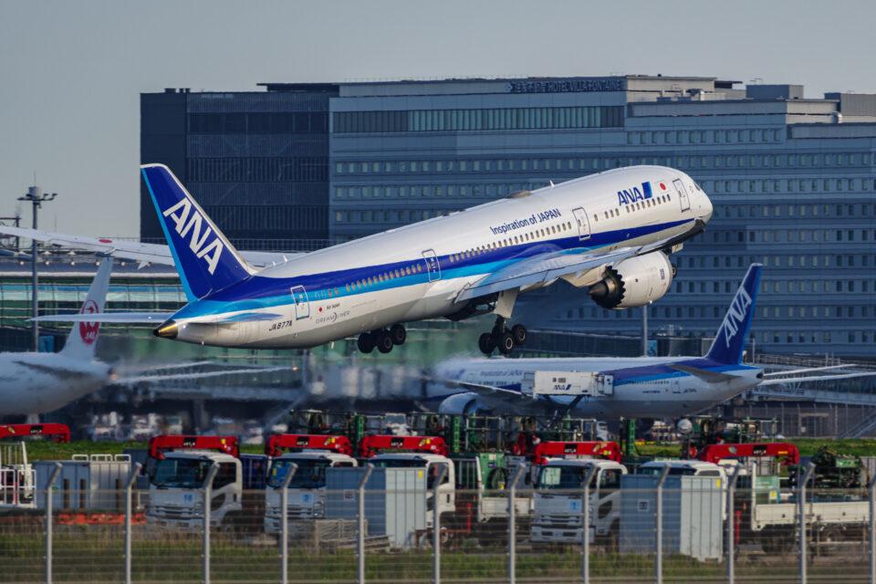 羽田B滑走路を離陸するANA B787-9