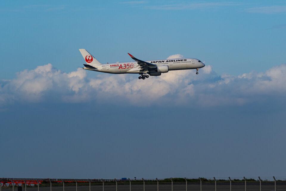 羽田16Rに進入するJAL A350-900 1号機
