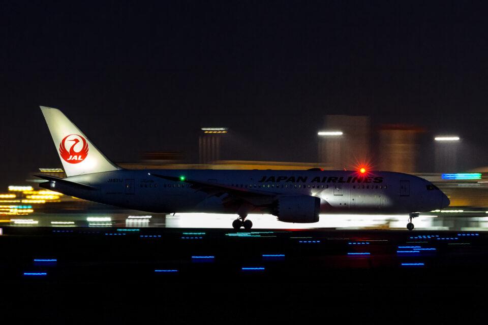 JAL B787夜間流し撮り