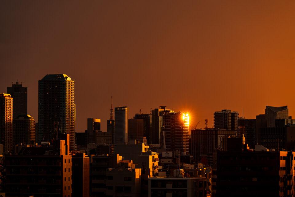 夕焼けに光るビル