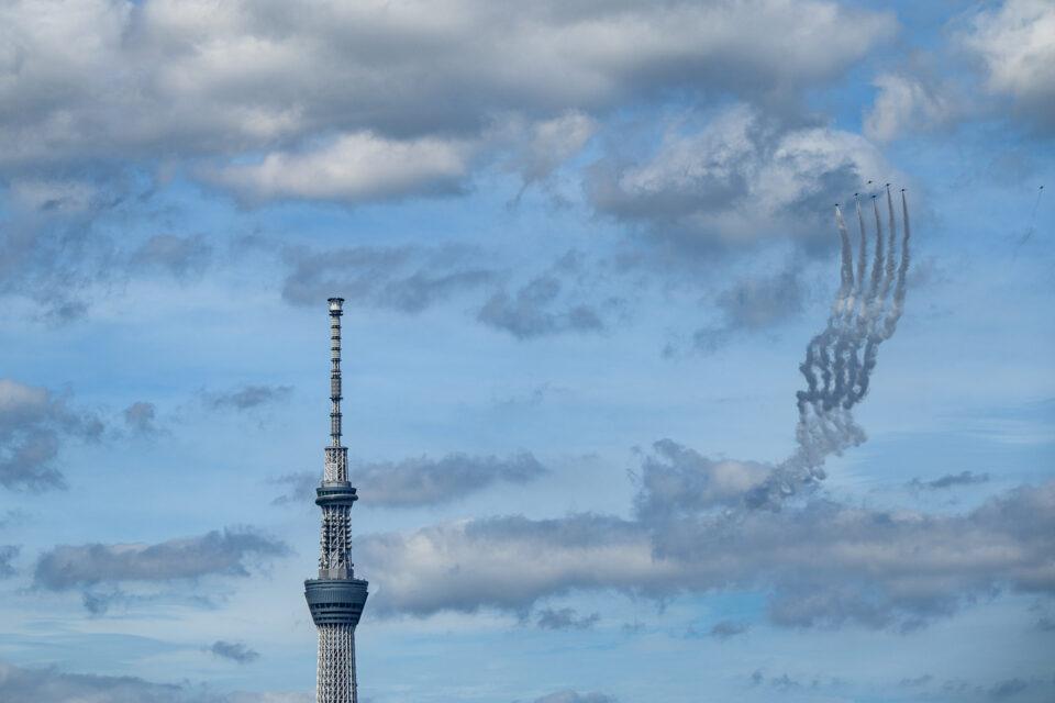 ブルーインパルスと東京スカイツリー