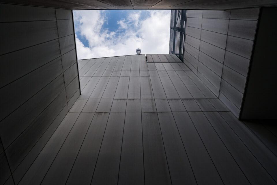 小さな空とゲイン塔の先端