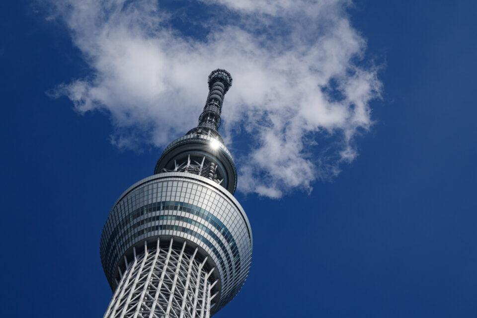 夏の空に聳える東京スカイツリー