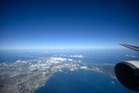 沖縄本島のくびれているあたり上空