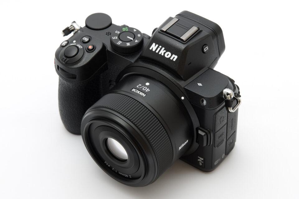 Nikon Z 5 + NIKKOR Z 40mm f/2 斜め